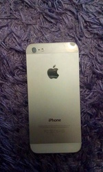 Продам iPhone 5. Белый. Б/у. 75000.