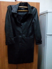 Продам  кожаный  плащ,   новый,   размер 46-48,  фасон прямой,  без пояса.